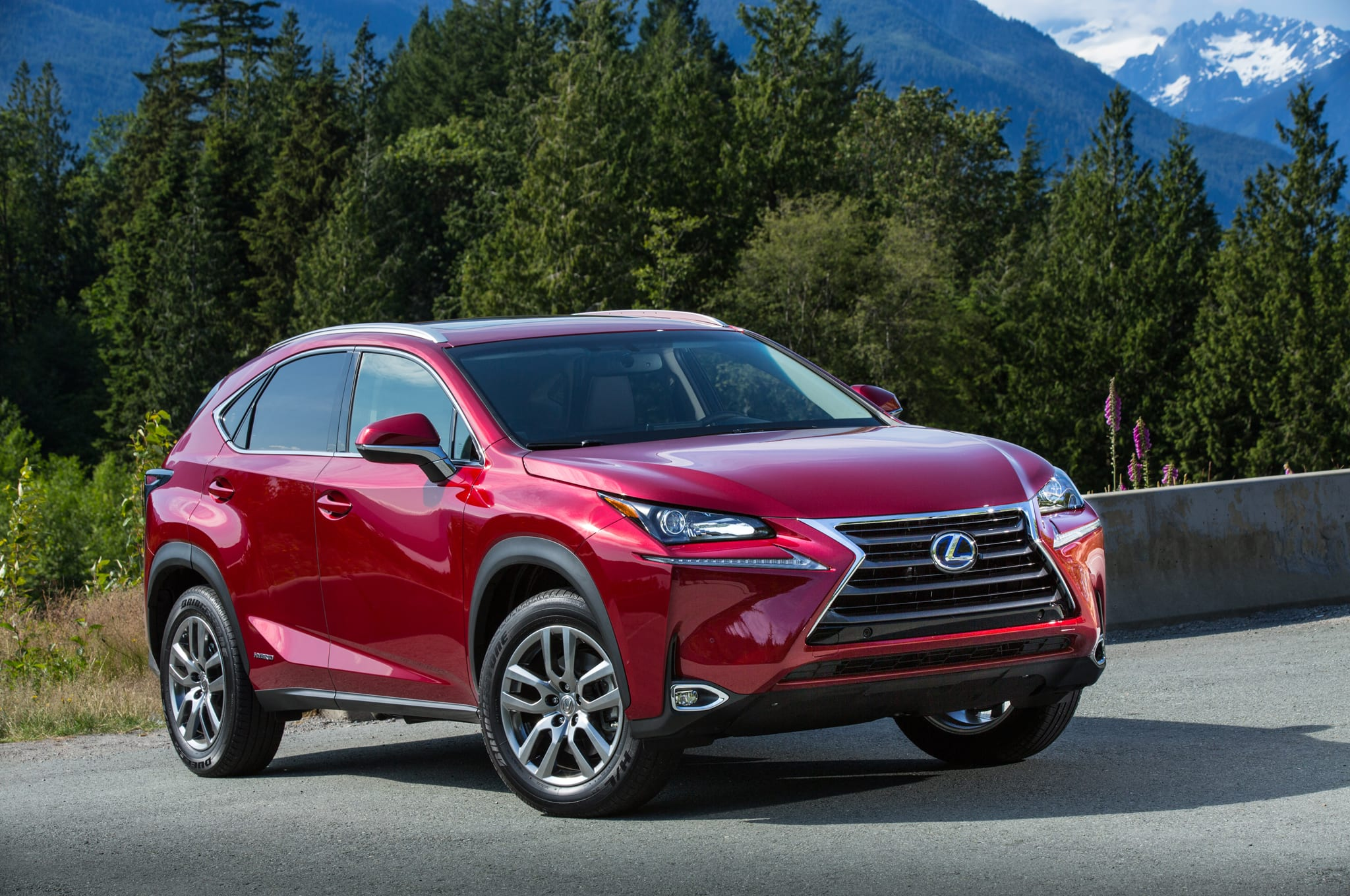 2015 lexus nx 300h front three quarters